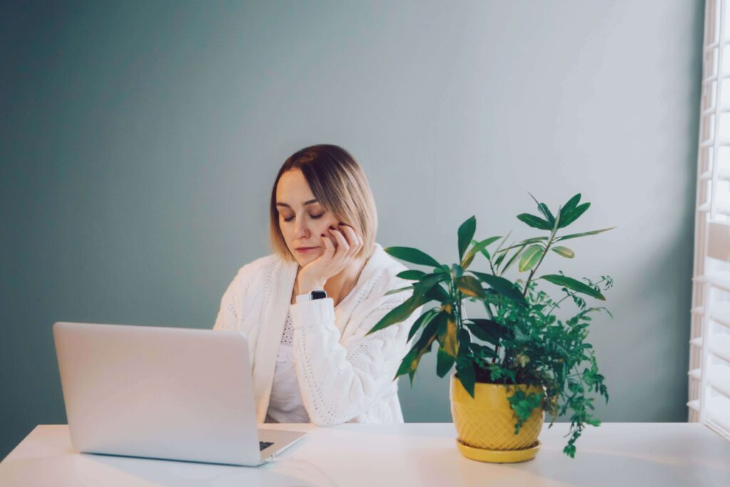 employees-feeling-isolated-at-work